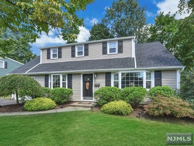 Waldwick Single Family Home For Sale: 11 Lockwood Drive