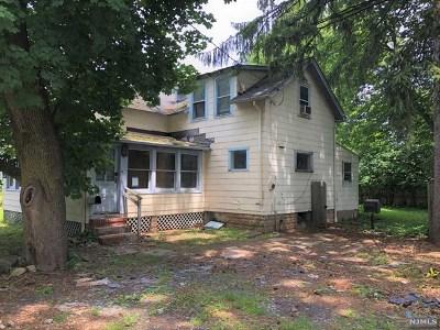 Demarest Single Family Home For Sale: 76 Knickerbocker Road