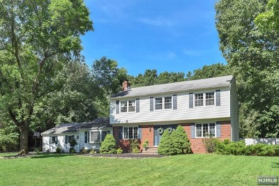 Mahwah Single Family Home For Sale: 8 West Road