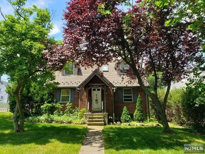 Leonia Single Family Home For Sale: 572 Broad Avenue