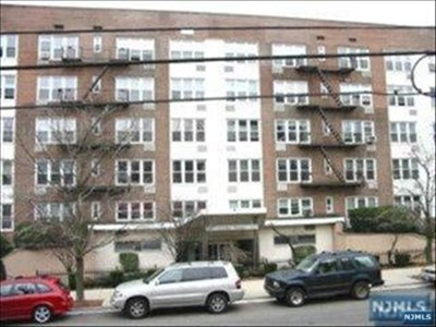 Rental For Rent: 2160 Center Avenue #2k
