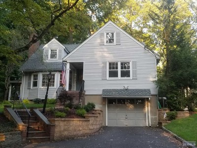 Woodcliff Lake Single Family Home For Sale: 18 Edward Place
