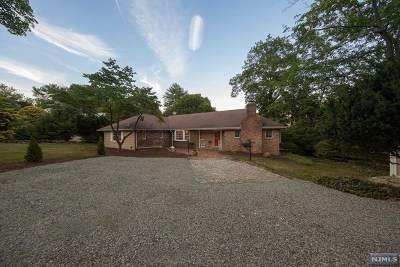 Oradell Single Family Home For Sale: 712 Hemlock Drive