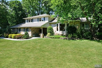Franklin Lakes Single Family Home For Sale: 753 Sunset Terrace