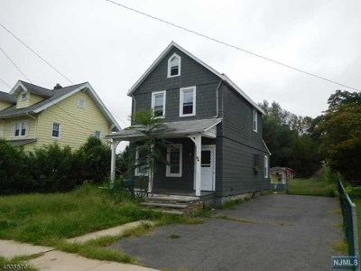 Pompton Lakes Single Family Home For Sale: 46 Howard Street