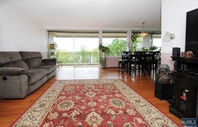 Fort Lee Condo/Townhouse For Sale: 4 Horizon Road #404