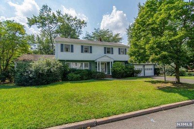 Cresskill Single Family Home For Sale: 15 Lancaster Court