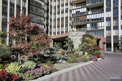 Cliffside Park Condo/Townhouse For Sale: 300 Winston Drive #2922