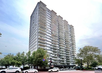 West New York Condo/Townhouse For Sale: 6050 Boulevard East #8a
