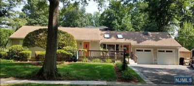 Paramus Single Family Home For Sale: 830 Alden Road