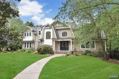 Franklin Lakes Single Family Home For Sale: 304 Forsythia Court