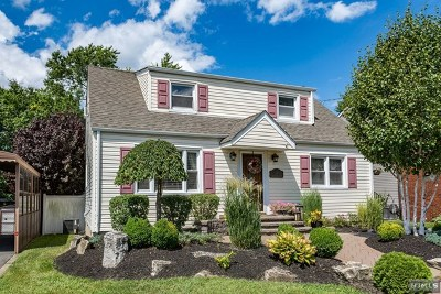 Totowa Single Family Home For Sale: 9 Knollwood Road