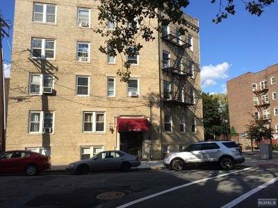 North Bergen Condo/Townhouse For Sale: 18 74th Street #C1