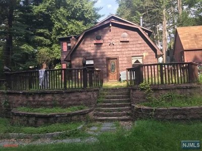 Wanaque Single Family Home For Sale: 85 Snake Den Road