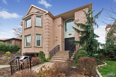 Fort Lee Single Family Home For Sale: 1310 Abbott Boulevard