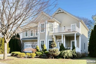 Teaneck Single Family Home For Sale: 1081 Quigley Court