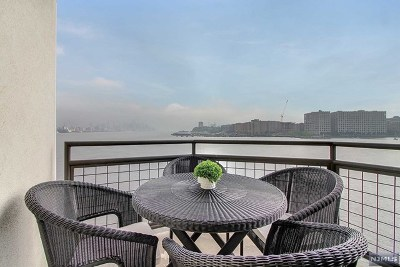 Weehawken Condo/Townhouse For Sale: 600 Harbor Boulevard #964