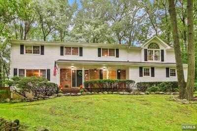 Mahwah Single Family Home For Sale: 15 Arrowhead Road
