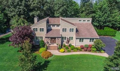 Mahwah Single Family Home For Sale: 22 North Bayard Lane