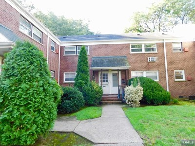 Fair Lawn Condo/Townhouse For Sale: 15-24 North Plaza Road #A