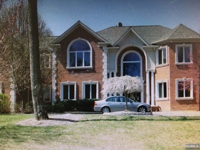 Mahwah Single Family Home For Sale: 16 Great Hall Road
