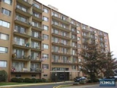 Ridgefield Park Condo/Townhouse For Sale: 265 Main Street #516