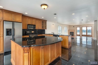 Cliffside Park Condo/Townhouse For Sale: 124 Pine Street