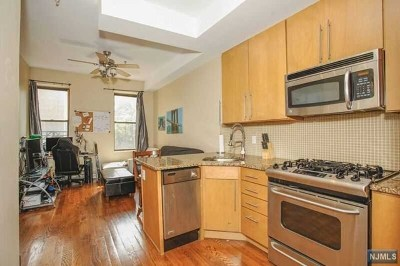 Hoboken NJ Condo/Townhouse For Sale: $449,000