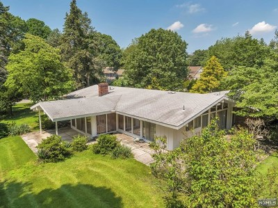 Franklin Lakes Single Family Home For Sale: 380 Algonquin Road