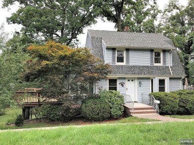 Montvale Single Family Home For Sale: 18 Westmoreland Avenue
