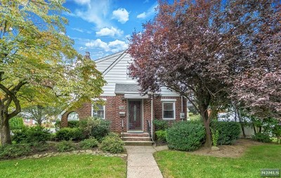 New Milford Single Family Home For Sale: 245 Linden Place