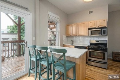 Jersey City Condo/Townhouse For Sale: 302 2nd Street #2