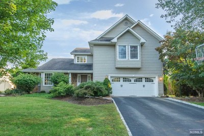 Wayne Single Family Home For Sale: 69 Sturbridge Circle