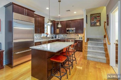 Hoboken NJ Condo/Townhouse For Sale: $1,150,000