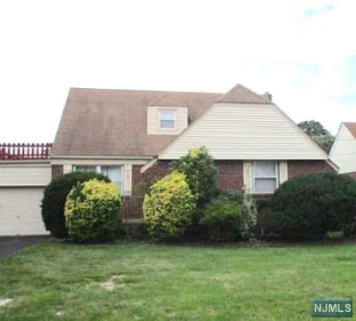 Fair Lawn Single Family Home For Sale: 9-06 3rd Street
