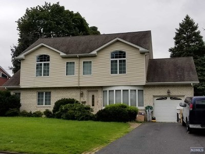 Paramus Single Family Home For Sale: 66 Wyoming Road