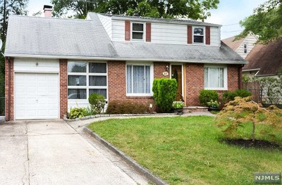 Bergenfield NJ Single Family Home For Sale: $359,900