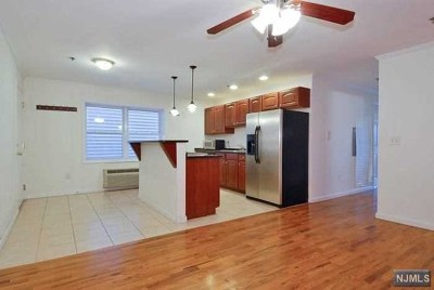 Union City Condo/Townhouse For Sale: 512 2nd Street #2a