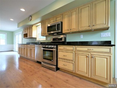 Hillsdale Single Family Home For Sale: 15 Clayton Street