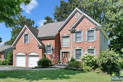 Oradell Single Family Home For Sale: 49 Stuart Place