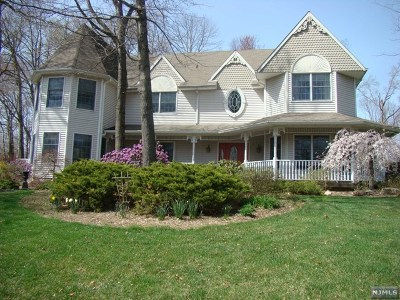 Bergen County Single Family Home For Sale: 72 Heather Court