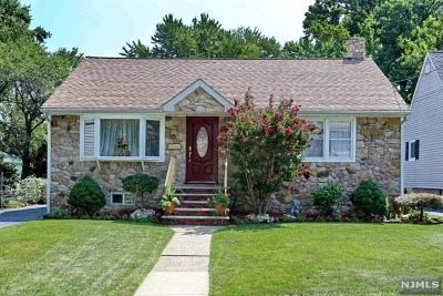 Maywood Single Family Home For Sale: 780 Briarcliff Avenue