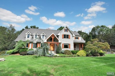 Franklin Lakes Single Family Home For Sale: 100 Garden Court
