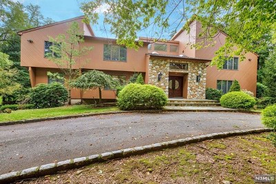 Demarest Single Family Home For Sale: 3 Country Club Way