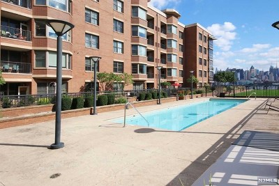 West New York Condo/Townhouse For Sale: 20 Ave At Port Imperial #415