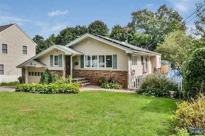 Ridgewood Single Family Home For Sale: 447 Van Dyke Street