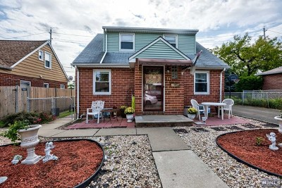 Secaucus Single Family Home For Sale: 14 Pikeview Terrace
