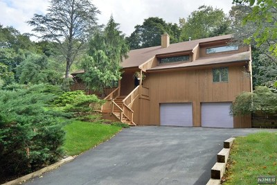 Upper Saddle River Single Family Home For Sale: 20 Bryers Lane