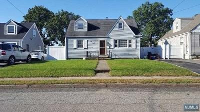 Pompton Lakes Single Family Home For Sale: 60 Schuyler Avenue