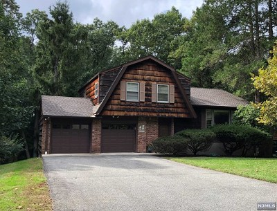 Woodcliff Lake Single Family Home For Sale: 19 Cressfield Court